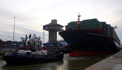 Otro barco roza contra un muro del Canal de Panamá y eleva la preocupación por su diseño