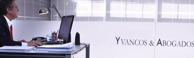 """Foto: COMUNICADO: Los bancos preparan una estrategia para clientes con """"cláusula suelo"""" (YVANCOS&ABOGADOS)"""