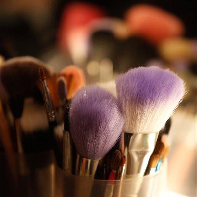 Foto: El peligro de no limpiar las brochas y pinceles de maquillajes (GETTY IMAGES)