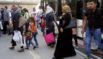 Els set refugiats sirians que arribaran a Barcelona són una parella i una família