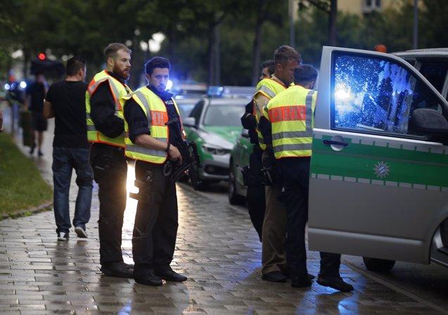 Foto: La Policía alemana promete investigar el Internet profundo tras el tiroteo de Múnich (REUTERS)