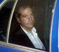 L'home que va intentar assassinar Reagan abandona el psiquiàtric 35 després del crim (BRENDAN SMIALOWSKI/REUTERS)