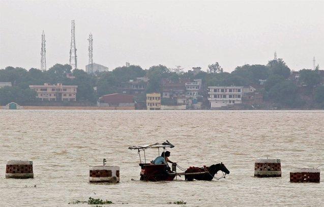 Foto: Las inundaciones en el noroeste de India afectan a más de 1,6 millones de personas (JITENDRA PRAKASH/REUTERS)