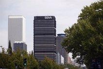 BBVA cerrará 400 oficinas en Cataluña tras la integración con CataluñaCaixa