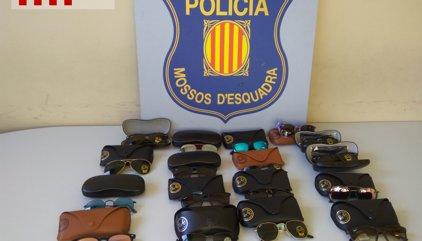 Successos.- Detinguts una mare i el seu fill a Badalona per robar ulleres d'alta gamma i revendre-les
