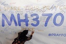El pilot del vol MH370 de Malaysia Airlines va simular la ruta que podria haver fet l'avió (DAMIR SAGOLJ / REUTERS)
