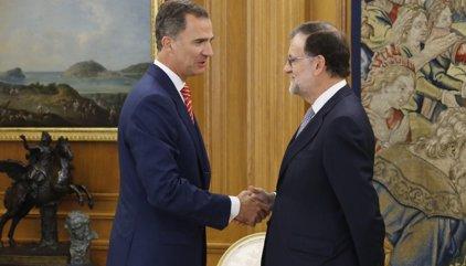AMP.- Rajoy accepta l'encàrrec del Rei d'intentar aconseguir els suports però no anticipa si anirà a la investidura