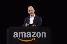 Jeff Bezos desbanca a Warren Buffet y se convierte en el tercero más rico tras los resultados de Amazon (REUTERS)