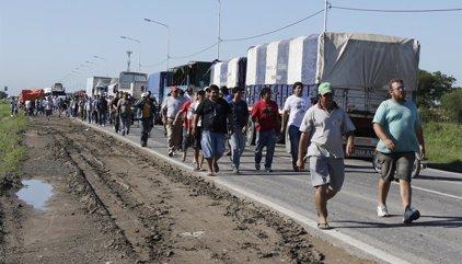 Argentinos cruzan a Paraguay en busca de mejores precios