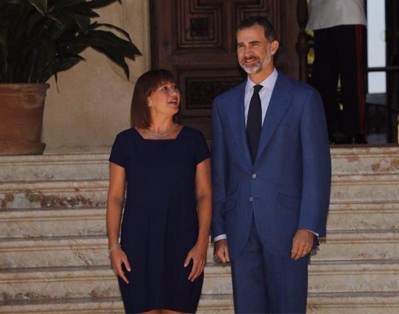 El Rey se traslada a Palma, donde recibirá el lunes a autoridades baleares tras finalizar las consultas con los partidos