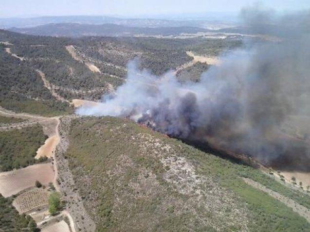 Foto: Controlado el fuego en la Sierra de Mariola de Bocairent tras quemar diez hectáreas (112CV)