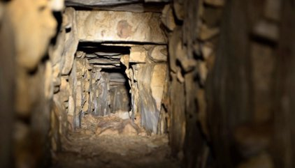El canal bajo una tumba maya que lleva al 'inframundo'