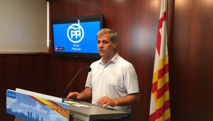 """Alberto Fernández (PP) subratlla que Colau pretén """"fer l'agost"""" amb els parquímetres"""