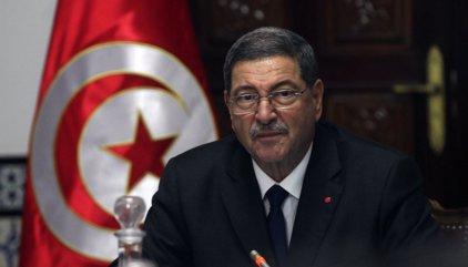 El Parlamento tunecino aprueba la moción de censura contra el primer ministro Essid