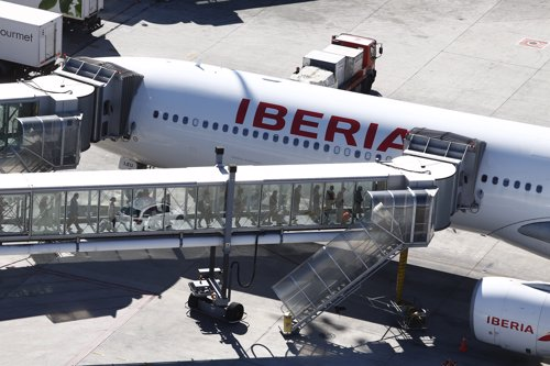 Embarcar, embarque, embarcando, finger, gusano, Iberia, pasajeros en barajas
