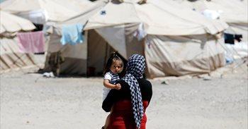 """Doce refugiadas desde un párking de Grecia: """"Hubiera sido mejor morir en..."""