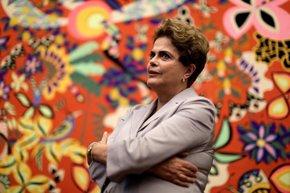 """Foto: Rousseff asiste a un acto contra su 'impeachment': """"Vamos a resistir todos juntos"""" (UESLEI MARCELINO/REUTERS)"""