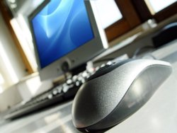 Creix 14 punts l'ús habitual d'internet entre els catalans de 55 a 64 anys (CEDIDA)