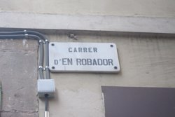 Veïns del Raval exposen a la Síndica de Barcelona la degradació del carrer Robador (EUROPA PRESS)