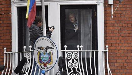 Un fiscal ecuatoriano presenciará el interrogatorio a Assange en la embajada de Londres