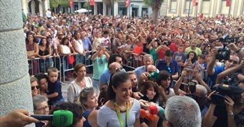 Carolina Marín recibe el cariño de miles de personas en Huelva