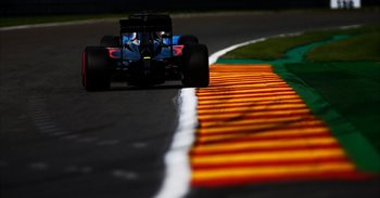 Alonso vuelve a penar con McLaren y Verstappen marca el mejor tiempo