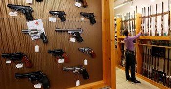 Cada vez más europeos compran armas por la creciente sensación de...