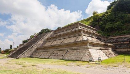 La pirámide más grande del mundo estuvo oculta por una iglesia en México hasta 1910