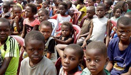 Els nens africans conformaran el 2030 gairebé la meitat de la població més pobre del món