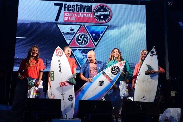 Foto: El portugués Joao Kopke y la vasca Maddi Aizpurua repiten triunfo en el festival de surf de Somo  (ECS)