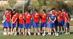 Piqué i Sergi Roberto tornen als entrenaments de la selecció (CARMELO RUBIO)