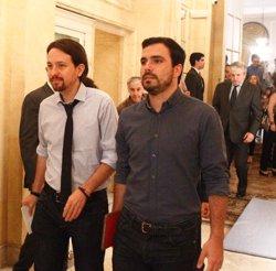 Garzón confia que Sánchez obri la porta a un Govern alternatiu després del fracàs de Rajoy (EUROPA PRESS)