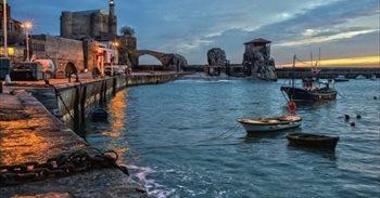 Correos emite dos postales dedicadas al puerto pesquero y el faro de...