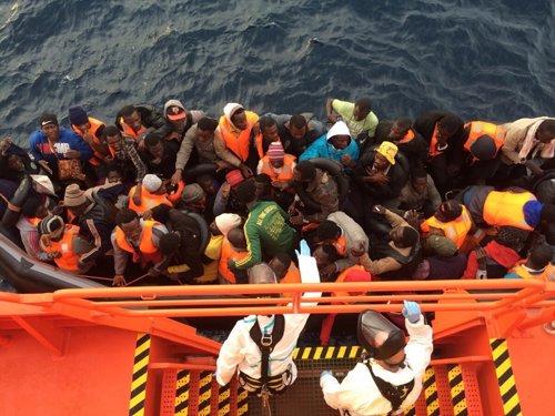 Patera en el Mediterráneo