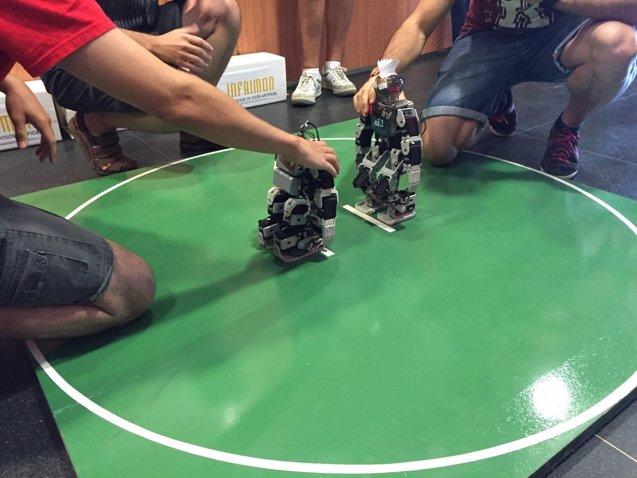 Foto: Robots humanoides de la UPV, premiados en un concurso nacional (UPV)