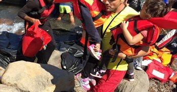 Una española llega a Lesbos en una barca con refugiados