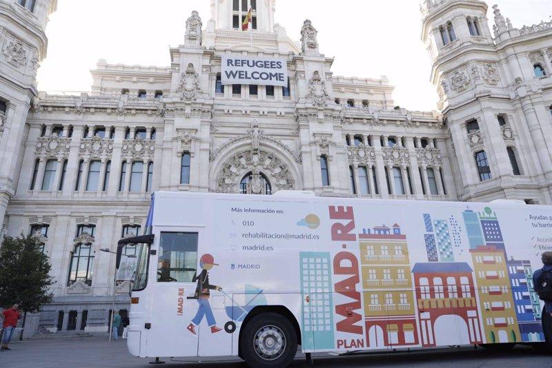 El plan mad re sale a la calle desde este lunes con una for Unicaja barcelona oficinas