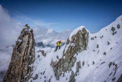 Kilian Jornet ajorna el repte de coronar l'Everest pel mal temps (PRESS LYMBUS)