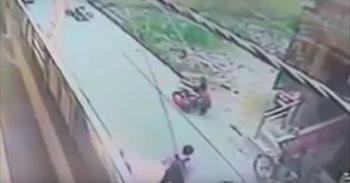 Indignación en India por el asesinato a puñaladas de una mujer ante la...