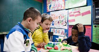 El abandono escolar baja en España, pero no en los alumnos más pobres,...