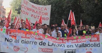 Medio millar de personas exige a Lactalis una solución para Lauki
