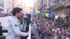 Dani Martín sorprende en la Gran Vía con la presentación de su último disco