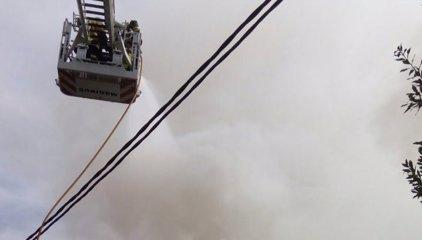 Localizan un cadáver tras la extinción de un incendio en Sevilla