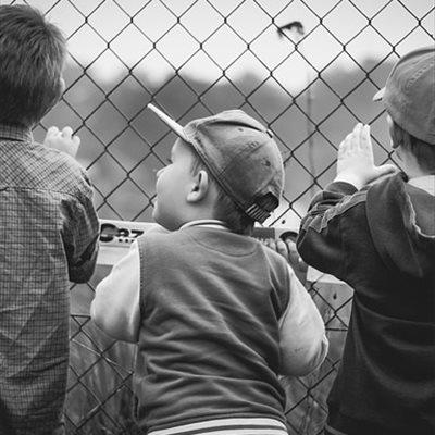 Foto: 6 consejos para cuidar la espalda de los niños (PIXABAY)