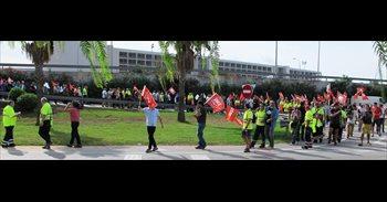 Más de 200 personas se manifiestan en el Aeropuerto de Palma para exigir...