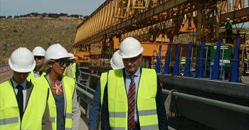 Obras del nuevo viaducto de Castilblanco de la N-502 sobre el embalse de...