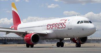 Iberia Express anuncia bajadas de sus billetes con Canarias de entre un...