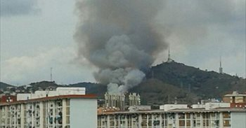 Se declara un incendio en la sierra de Collserola en Esplugues