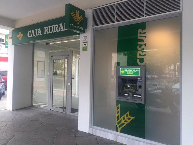 Caja rural del sur inaugura oficina en la avenida de reina for Caja rural bilbao oficinas