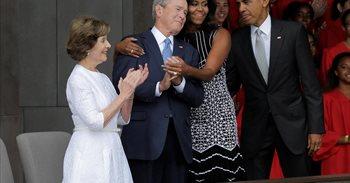 El silencio de los Bush, artillería política para Clinton